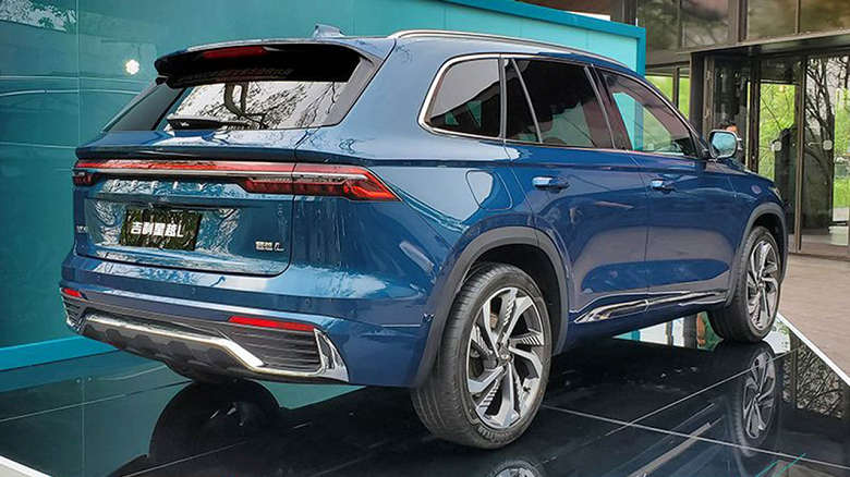 Large crossover with Volvo engine, three displays and automatic parking system for under $ 23,000: Geely Xingyue L already in China