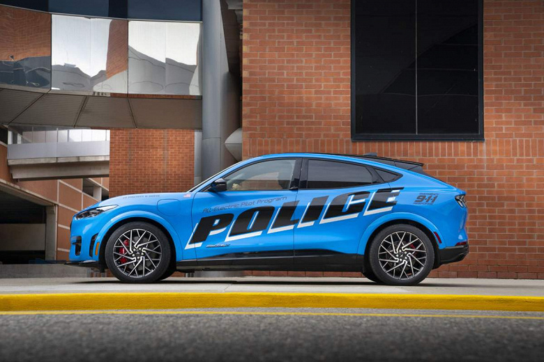 Up to 100 km / h in 3.5 seconds: Ford Mustang Mach-E GT electric cars appear in police