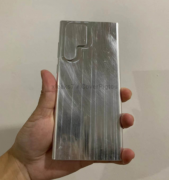 This will put the Galaxy S22 Ultra in your hand. Aluminum layout of the new flagship Samsung showed in the photo and video