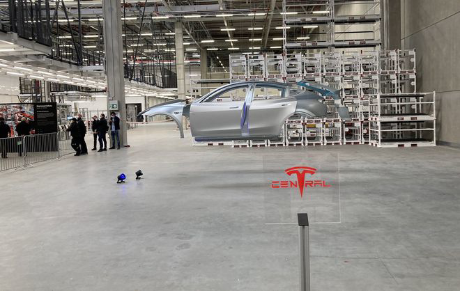 Tesla has completed the construction of the Berlin plant.  The company assembles the body of the Model Y crossover in 45 seconds